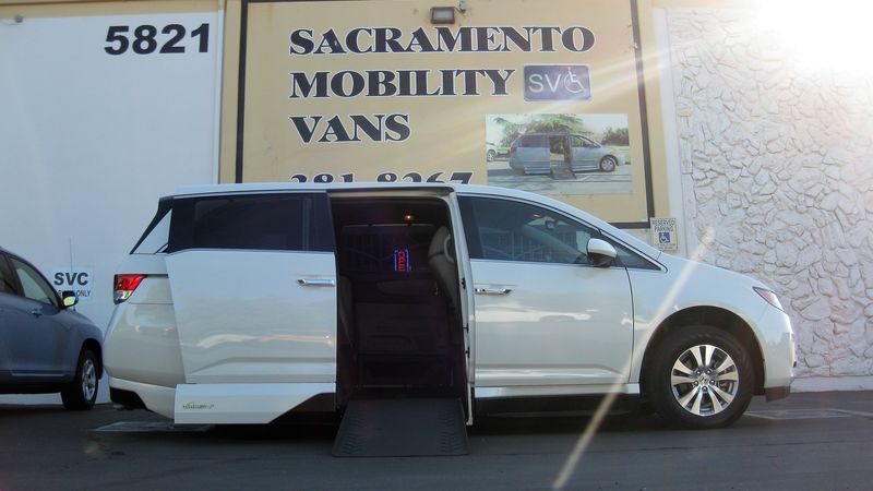 Used 2017 Honda Odyssey.  ConversionVMI Chrysler Pacifica Northstar Access360 by VMI