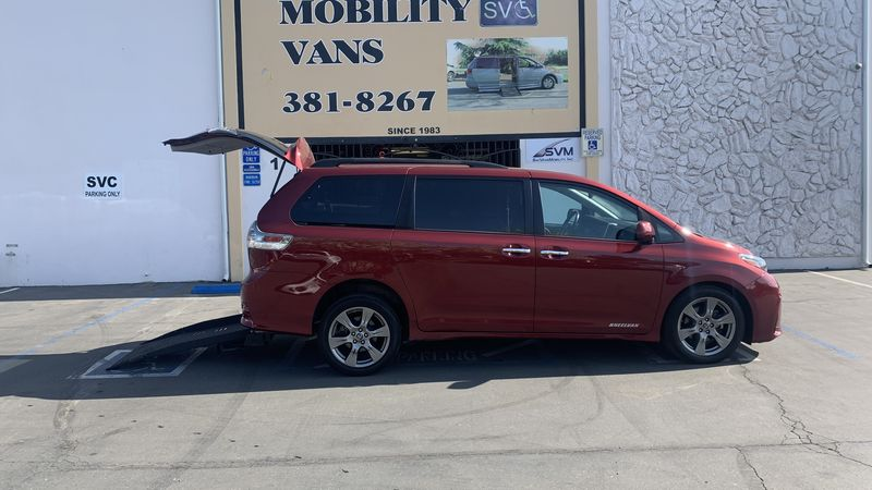Used 2018 Toyota Sienna.  ConversionFreedom Motors Manual Toyota Rear Entry
